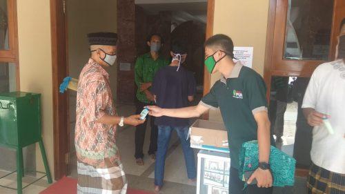 Photo of PUI Majalengka Bagikan Masker dan Sabun Cuci Tangan Gratis Untuk Cegah Covid-19