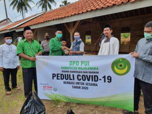 Peduli Warga Terdampak Covid-19, Bidang Dakwah Dan Kaderisasi PUI Majalengka Bagikan Paket Sembako