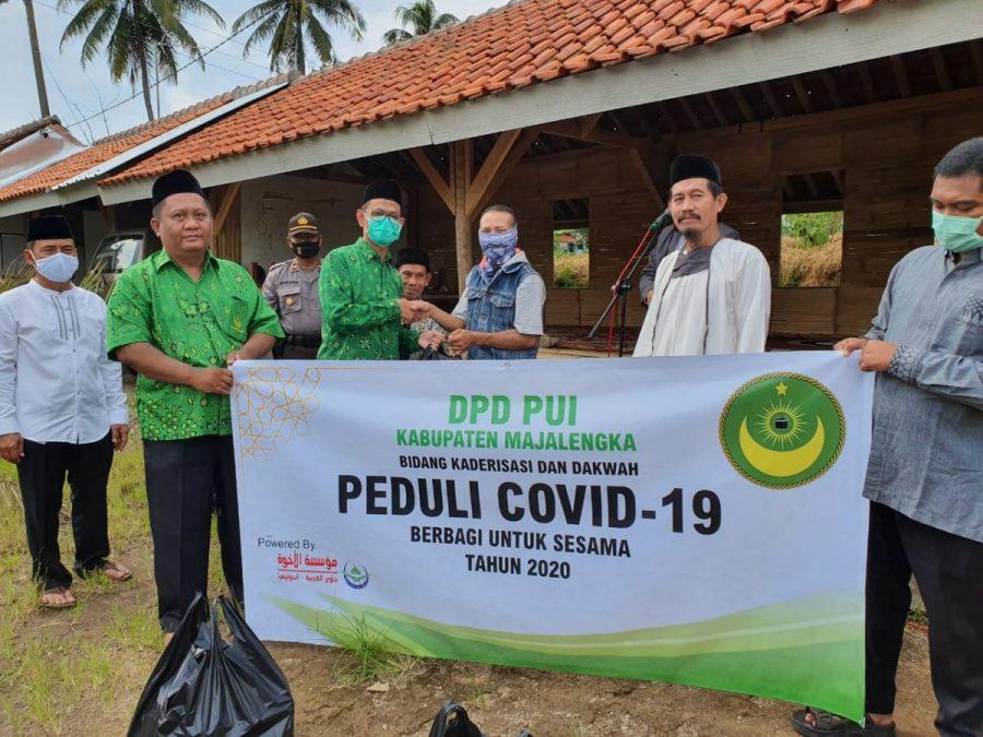 Photo of Peduli Warga Terdampak Covid-19, Bidang Dakwah Dan Kaderisasi PUI Majalengka Bagikan Paket Sembako