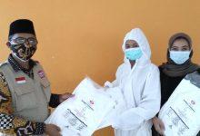 Photo of Bantu Vaksinasi, Ketua PUI Kota Bekasi Alimudin Berikan APD ke Tenaga Kesehatan